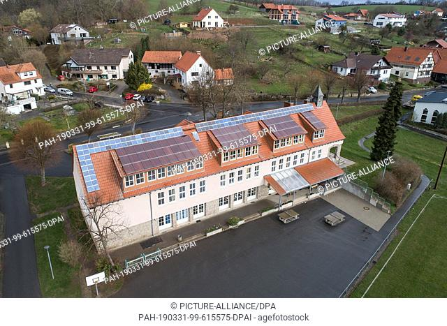25 March 2019, Lower Saxony, Ebergötzen: Exterior view of the Wilhelm-Busch primary school. The primary school fights in vain for a replacement PC for a...