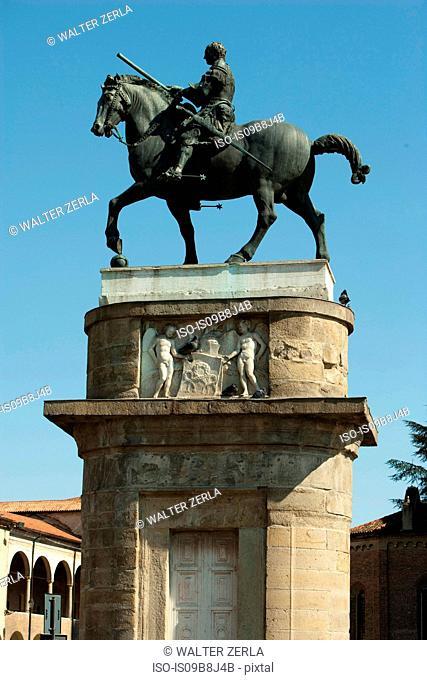Horse statue on plinth, Padua, Veneto, Italy, Europe