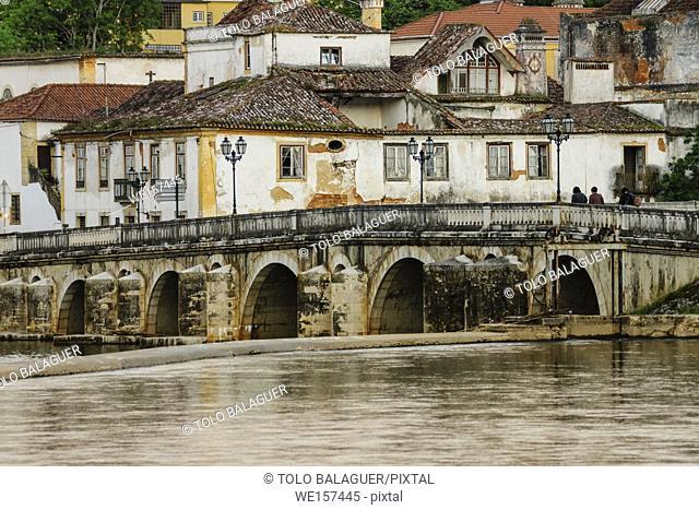 Roman bridge over the Nabao river, Tomar, distrito de Santarem, Medio Tejo, region centro, Portugal