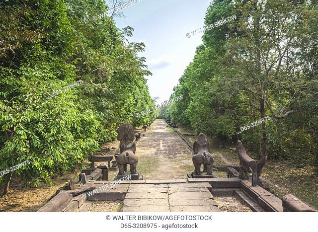 Cambodia, Angkor, Banteay Samre Temple, temple walkway
