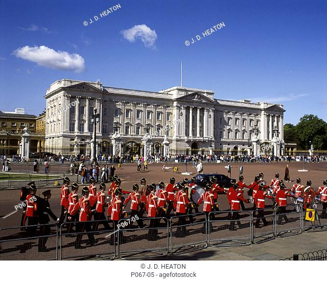 England. London. Buckingham palace. Changing the guard