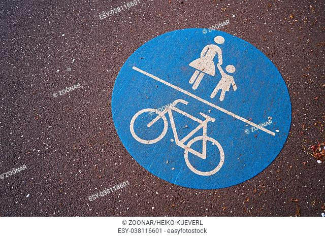 Way for cyclists and pedestrians in the city of Magdeburg