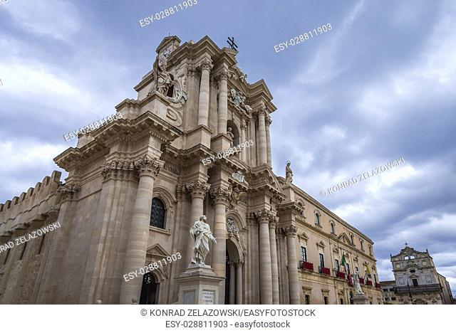 Cathedral of Syracuse and Archbishop's Palace at Cathedral Square (Piazza del Duomo) on Ortygia island, Syracuse city, Sicily Island, Italy