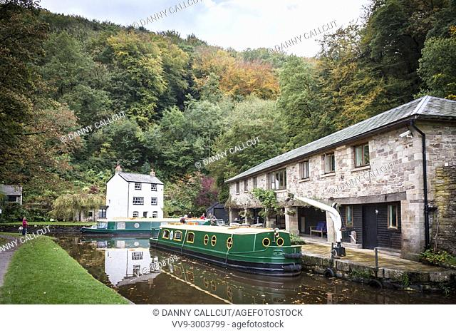 Narrow boats or barges on the Monmouthshire and Brecon Canal at Llanfoist Wharf, Abergavenny, Wales, GB, UK
