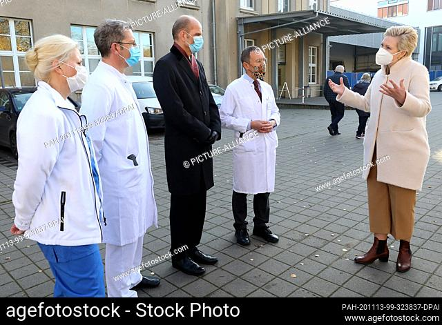 13 November 2020, Mecklenburg-Western Pomerania, Rostock: Nadja Heumann (l-r), Head of Nursing Services Perioperative Intensive Care Medicine, Micha Löbermann