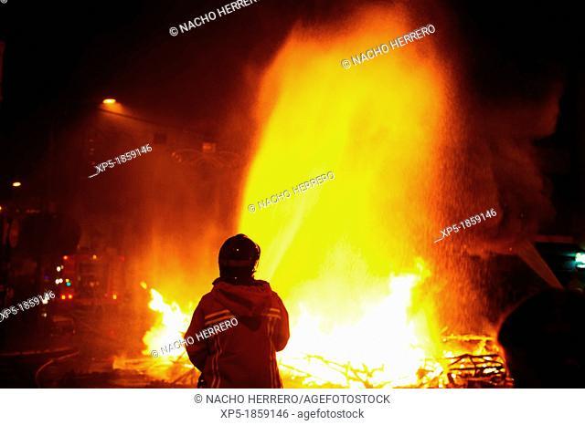 Firemen extinguishing Fallas' fire, Valencia