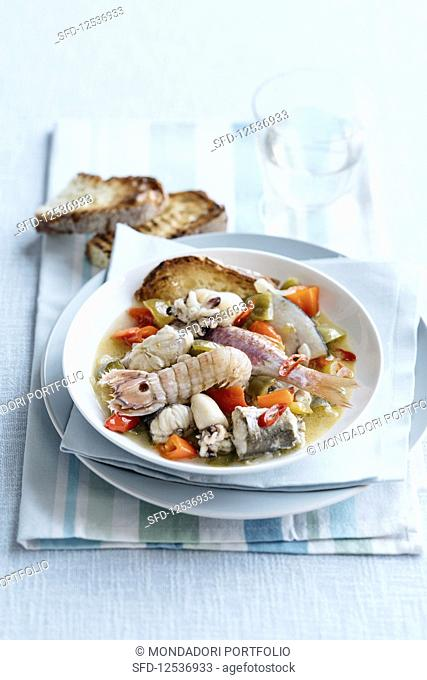 Brodetto alla sambenedettese (fish soup with seafood and peppers, Ital)
