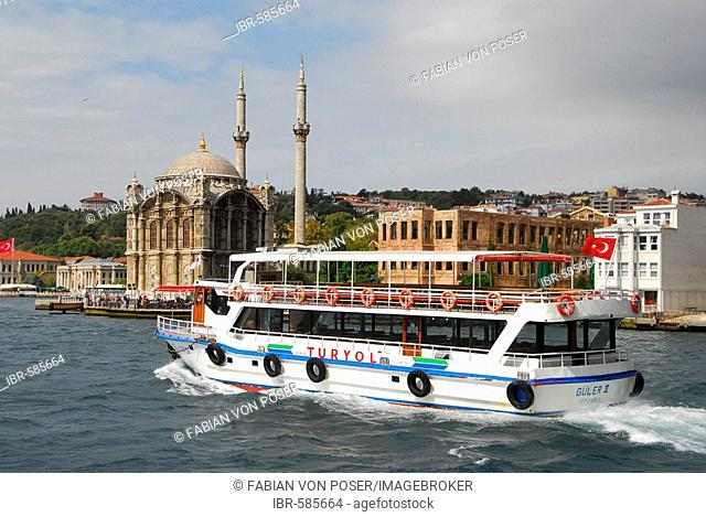 Ferry in front of Ortakoey Camii (Ortakoey mosque) at the Bosporus, Istanbul, Turkey
