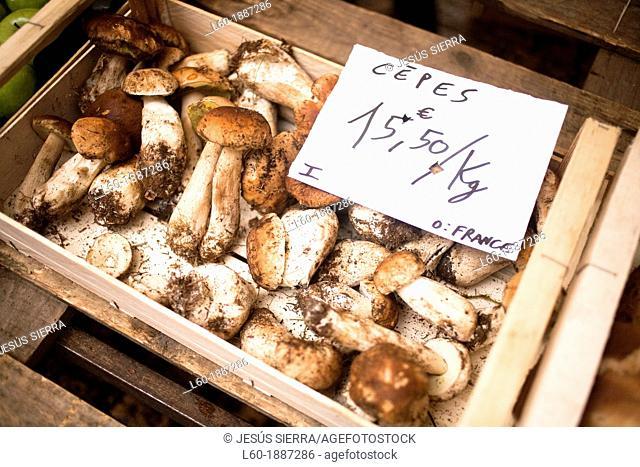 Cepes in Sarlat-la-Canéda, Perigord, Dordogne, France