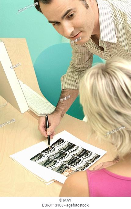 WOMAN CONSULTING FOR BACK PB. Models. Lumbar scanner. Presence of a slipped disc