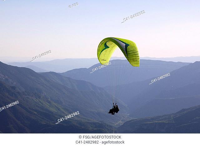 Parapente in Castejon de sos. Huesca, Spain