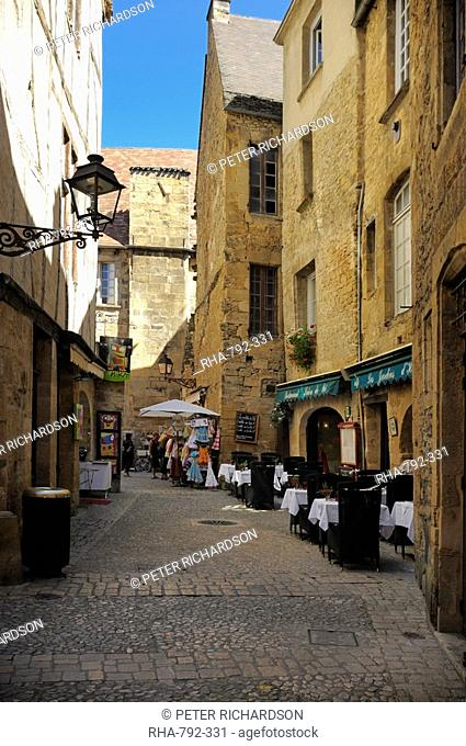 Medieval buildings in the old town, Sarlat, Dordogne, France. Europe