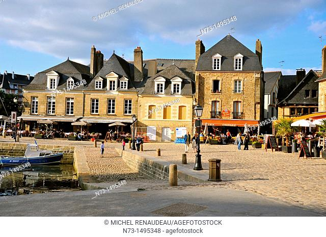 Saint Goustan port, the place Saint-Sauveur, Auray, Morbihan, Brittany, France