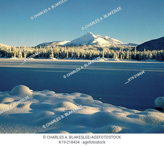 Snow covers Sparks Lake (morning January). Deschutes National Forest. Oregon. USA