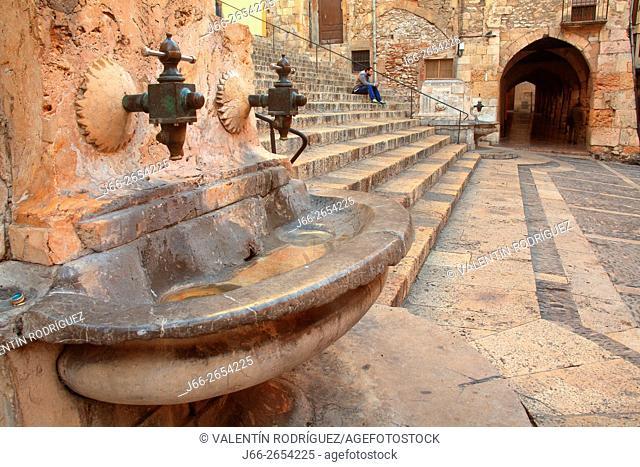 fountain in the square Santiago Rusiñol. Tarragona