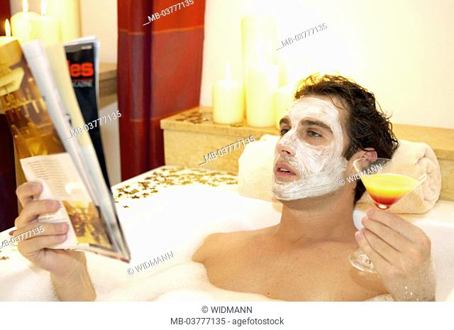 Bathtub, man, face-pack, Relaxation, newspaper readings, cocktail, drinks 30-40 years, bath, bubble bath, swims, cleans, personal hygiene, body hygiene, hygiene