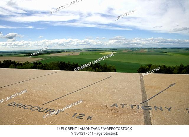 France, Champagne-Ardenne, Marne 51 - Landscapes on fields of the country side of Champagne-Ardenne