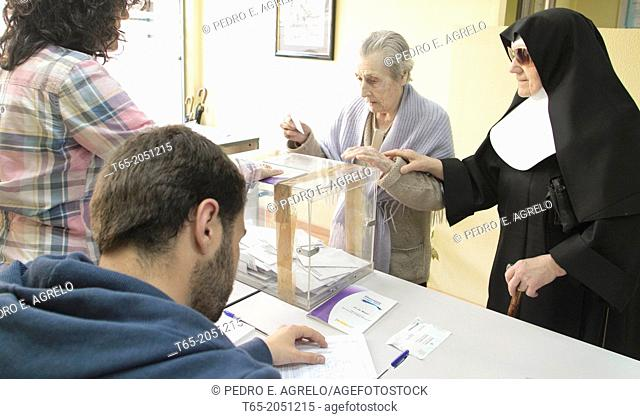Date :22-05-2011 Municipal elections in Galicia, polls. The people exercise their right to vote. In the picture, street polling Lugo Rio Neira