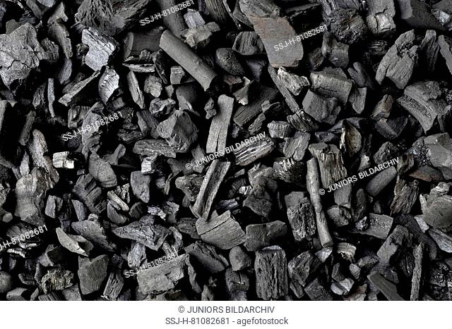 Charcoal for barbecuing, small pieces. Germany