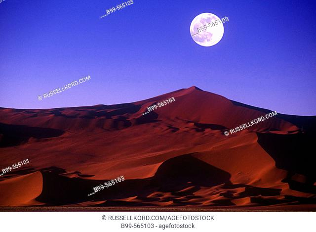 Scenic Sand Dune, Sossusvlei, Namib-naukluft Desert Park, Namibia