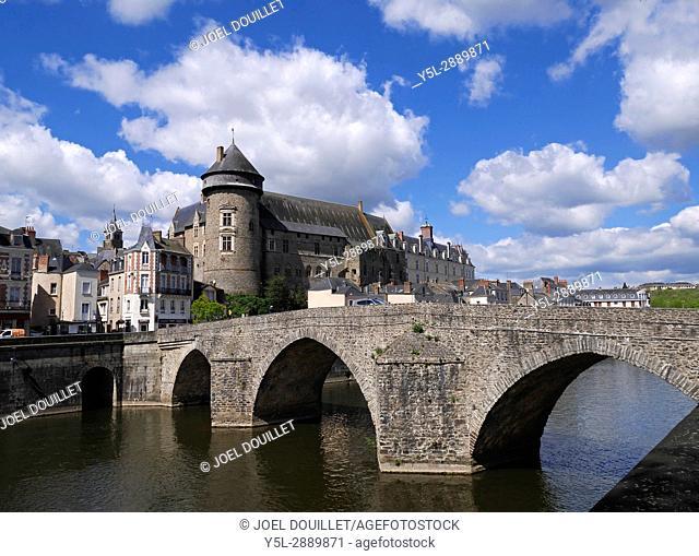 Laval city, medieval castle 'Vieux-Château' and medieval bridge 'Pont-Vieux', river 'La Mayenne' (Mayenne department, Loire country, France)