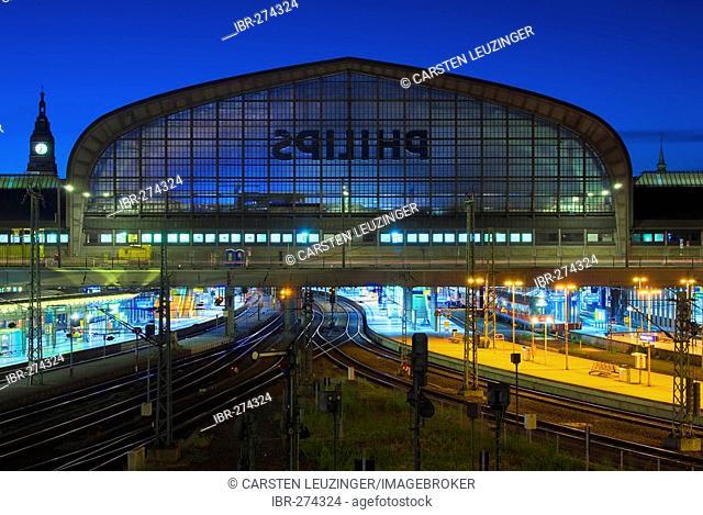 Main train station Hamburger Hauptbahnhof at dusk, Hamburg, Germany