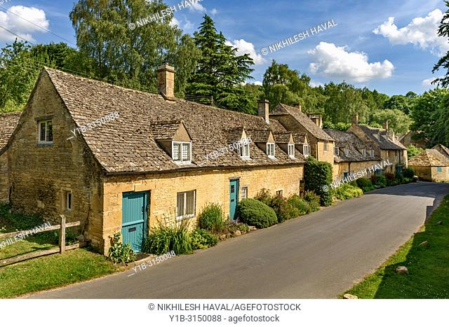 Row of cottages, Snowshill, Cotswolds, UK
