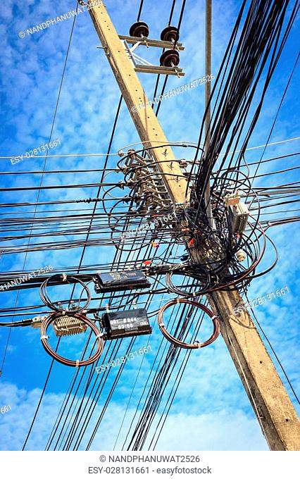 Cable connection on the electric pole