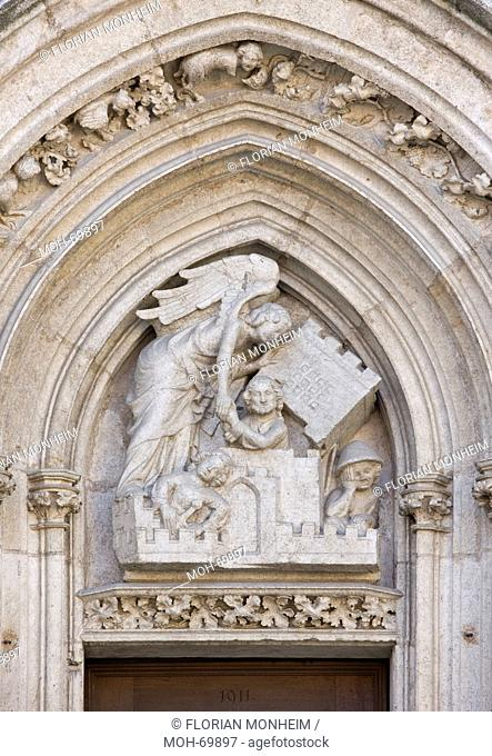 Südliches Westportal, Tympanon, Engel befreit Petrus