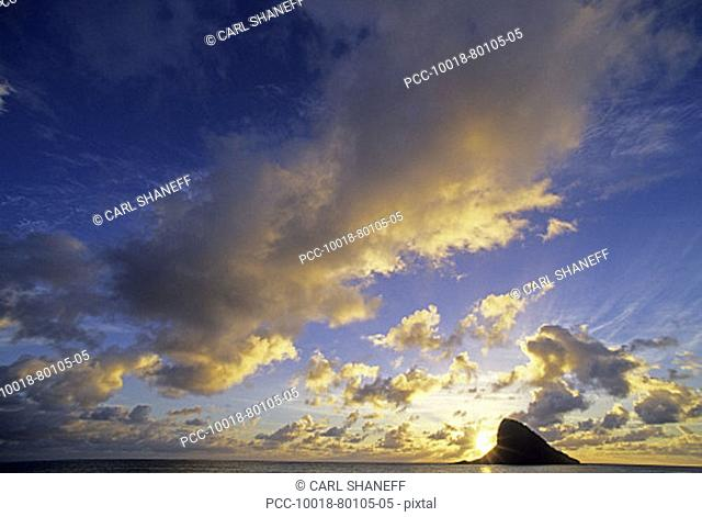 Hawaii, Oahu, Chinaman's Hat, Cloudy blue sky over ocean at sunset