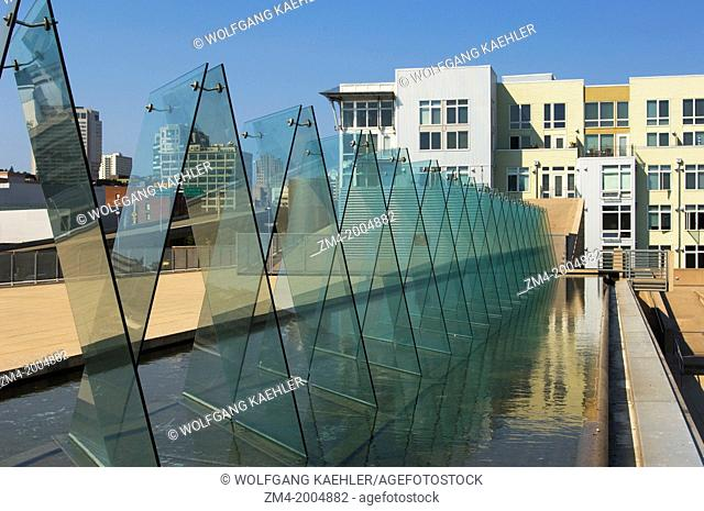 USA, WASHINGTON STATE, TACOMA, WATERFRONT PARK, MUSEUM OF GLASS, INCIDENCE BY BUSTER SIMPSON, JANE'S HOT SHOP TOWER IN BACKGROUND