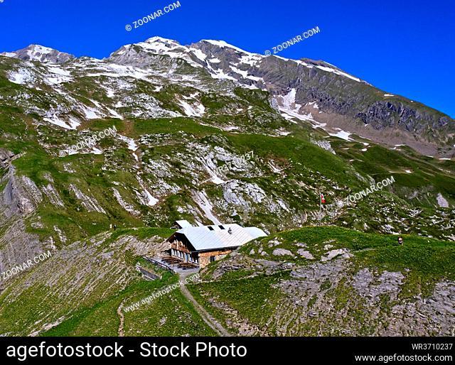 Geltenhütte des Schweizer Alpen-Clubs, SAC, Berner Oberland, Lauenen, Kanton Bern, Schweiz / Mountain hut Geltenhütte of the Swiss Alpine Club, Bernese Oberland