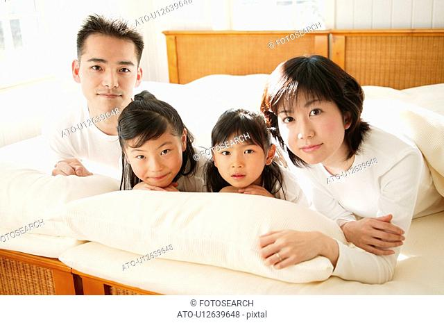 Family sprawling in the bed