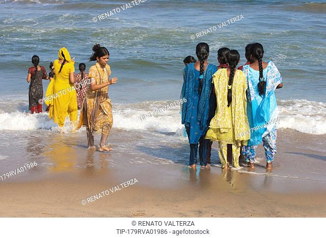India, Tamil Nadu, Chennai ex Madras, Marina Beach, Young Indian Women
