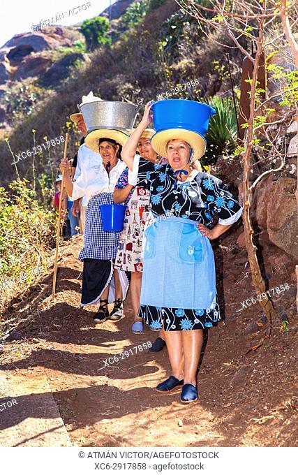 Washerwomen during the celebration of Holiday in honour to Virgin of Fatima. Roque Negro municipality. Santa Cruz de Tenerife
