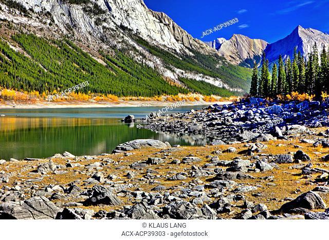 Medecine Lake, Jasper National Park. Alberta, Canada