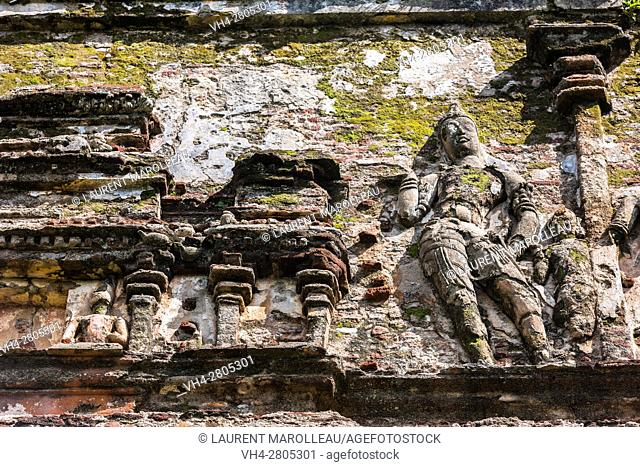 Sculpture made of brick and stucco on the outer walls of Lankatilaka Image House, Alahana Pirivena Monastery Complex built by the King Parakramabahu the Great...