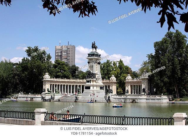 Retiro Park Pond, Madrid, Spain, Europe