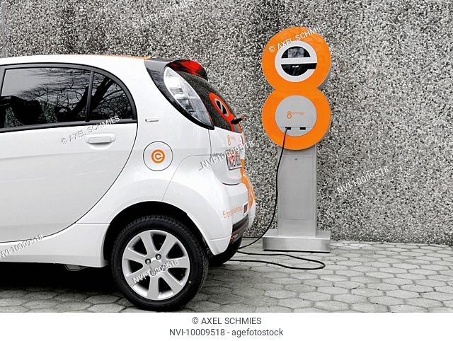 First serial produced, complete electric car in Germany, Citroen C-Zero Airdream, dynamic driving image, electric vehicle, E-car, Hamburg, Germany, Europe