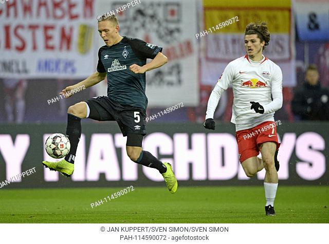 left to right: Ludwig AUGUSTINSSON (HB), Marcel SABNITZER (L), duels, action, football 1. Bundesliga, 17. matchday, RB Leipzig (L) - Werder Bremen (HB) 3: 2
