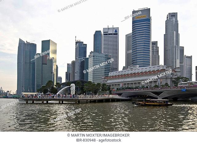 Financial District of Singapore at Marina Bay, Merlion, Singapore's landmark, half lion, half fish, Singapore, Singapore Republic, Southeast Asia