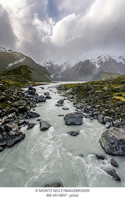 River Hooker River, Cloudy Mountains, Hooker Valley, Mount Cook National Park, Southern Alps, Canterbury Region, Southland, New Zealand