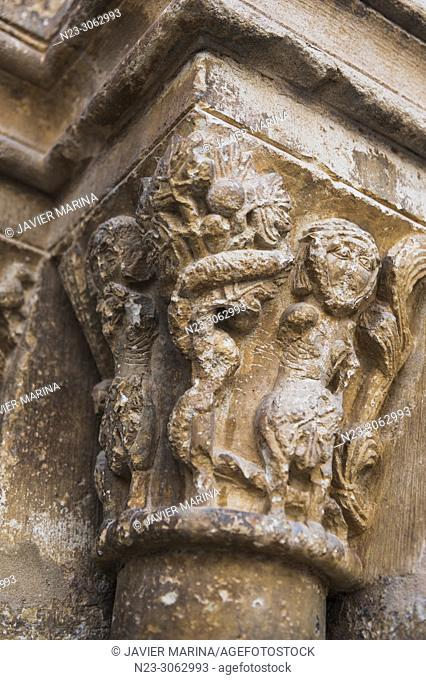 Detail the capitals of the main door of the arciprestal church of San Mateo, Castellón, Spain