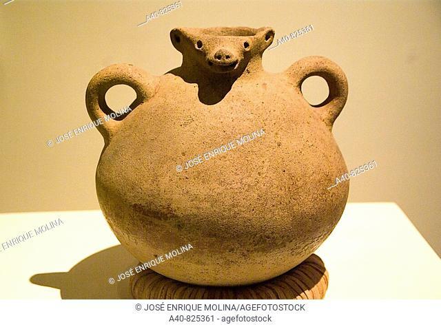 El  Salvador. San Salvador city. MUNA (National Museum of Antropology).Waterpot ceramic zoomorphic with handles from San Miguel ,area El Oriente