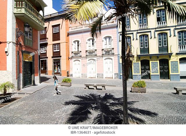 Square and houses in Santa Cruz de La Palma on the Canary island of La Palma, Spain, Europe