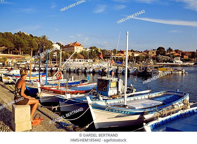 France, Var, Ile de Porquerolles, village harbour, pointus boats traditional Mediterranean boats