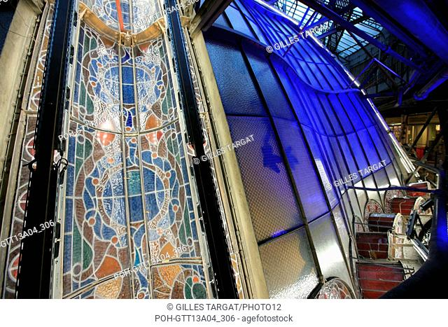 France, ile de france, paris 9e arrondissement, 40 boulevard haussmann, galeries lafayette, coupole, derriere la coupole, verriere, vitrail, ossature metallique