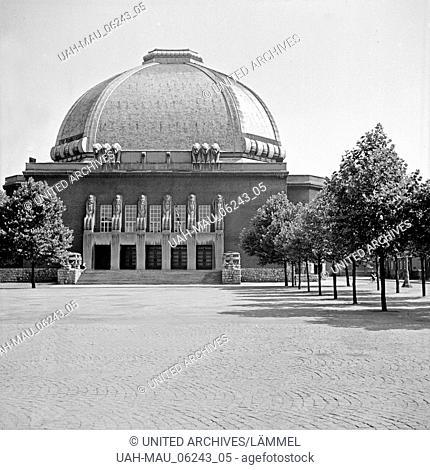 Eingangsbereich und Vorplatz der Stadthalle in Hagen, Deutschland 1930er Jahre. Square and entrance of Hagen town hall, Germany 1930s