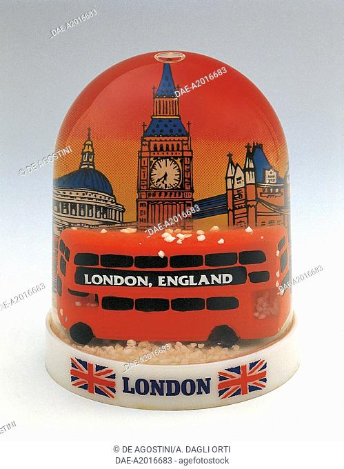 Collecting: Snowglobes - England - London Souvenir - Plastic  Private Collection