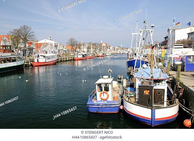 Schiffe am alten Strom, Warnemünde, Mecklenburg-Vorpommern, Deutschland, Europa